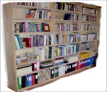 Byg dig en bogreol der kan tilpasses rummet med kraftige hylder i birketræ